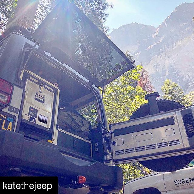 @katethejeep with @get_repost ・・・ Goose Gear on deck beneath the gaze of Glacier Point in Yose with my @snomasterusa fridge keeping the kids snacks and drinks cool for the drive home. Also have the closed system Hitchlink 2.0 from @factor55llc peeking out the bottom. . . . . @castlefab @511tactical @rigdsupply @goosegear @snomasterusa @largela